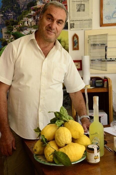 italian-mamma-in-naples_lemons