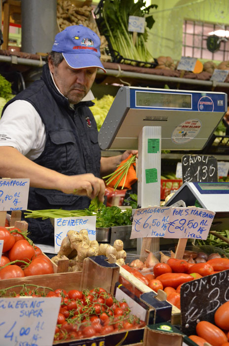 italian-mamma-in-naples_market